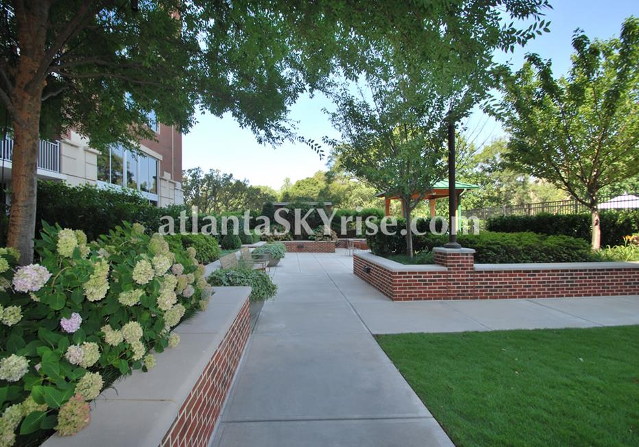 The Brookwood Midtown Atlanta Condos With Gorgeous Landscaping