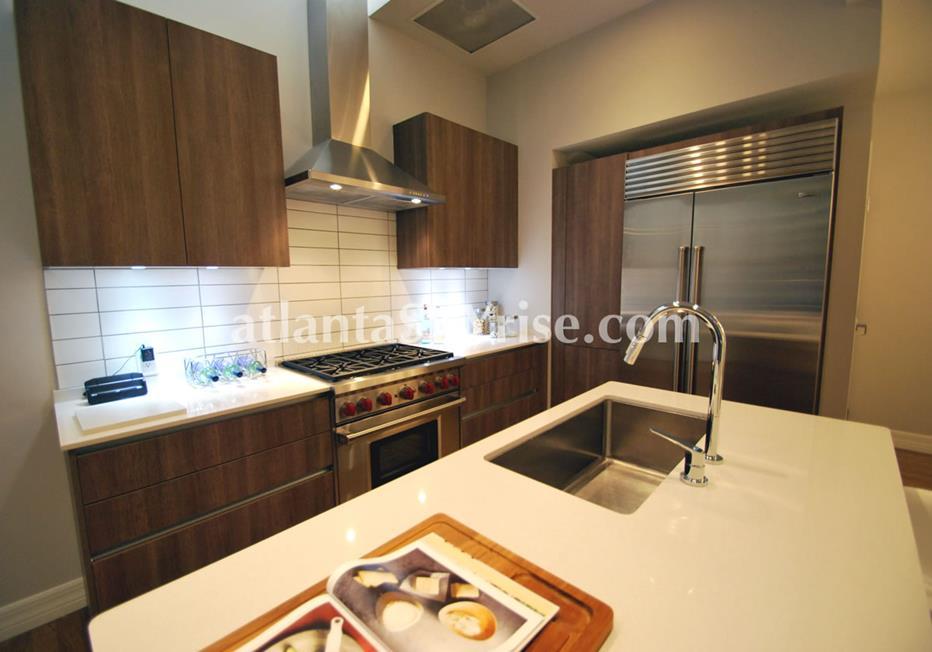Seventh Midtown Atlanta Condo Residence With Modern Kitchen